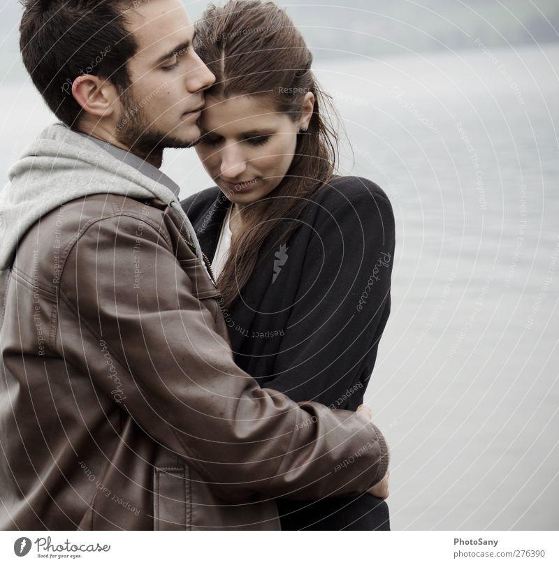 bei Ihm ist's sicher Mensch maskulin feminin Frau Erwachsene Paar 2 Gefühle Zufriedenheit Leidenschaft Vertrauen Sicherheit Schutz Geborgenheit Sinnesorgane