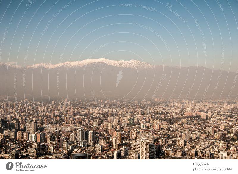 Santiago de Chile Himmel blau weiß Winter Berge u. Gebirge grau braun Hochhaus Gipfel Skyline Schneebedeckte Gipfel Hauptstadt Südamerika Anden