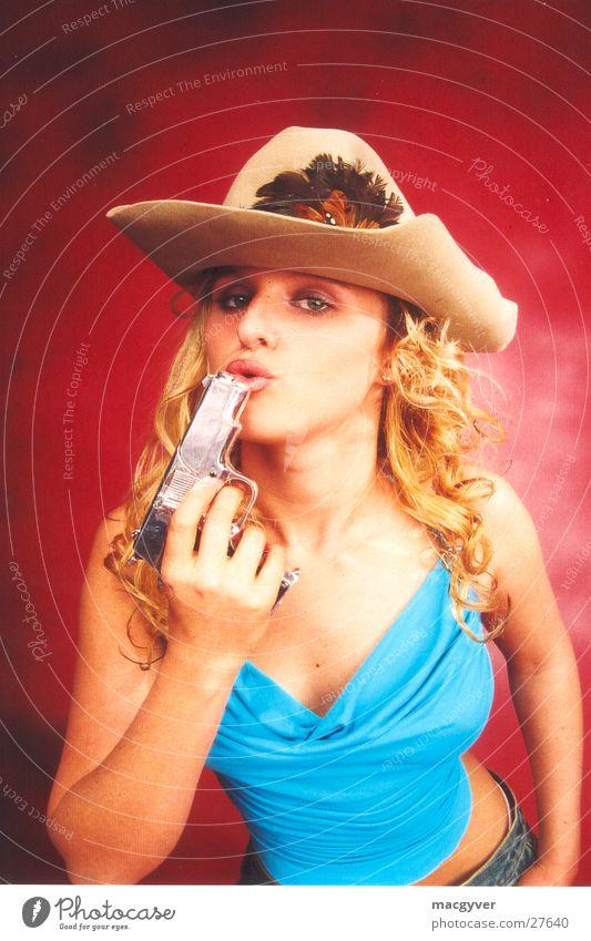 Gun Girl Frau blond Cowboy Pistole