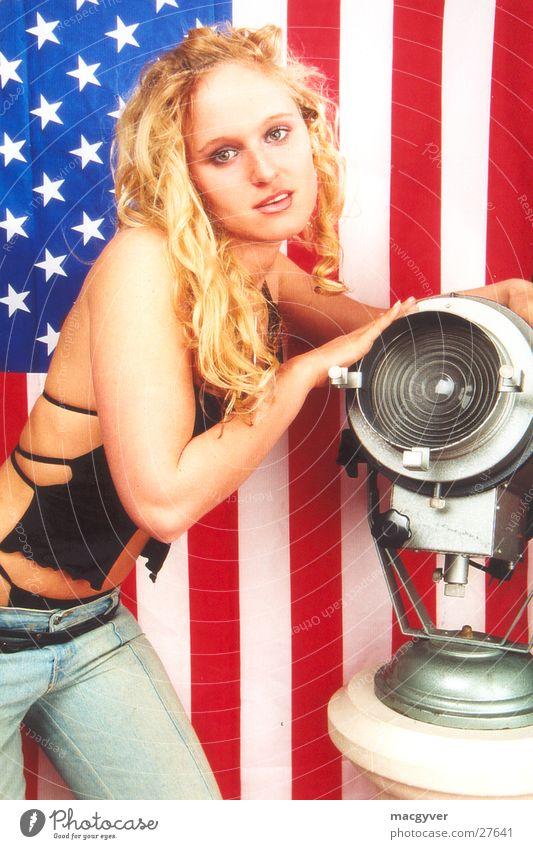 Fine America Frau blond Scheinwerfer