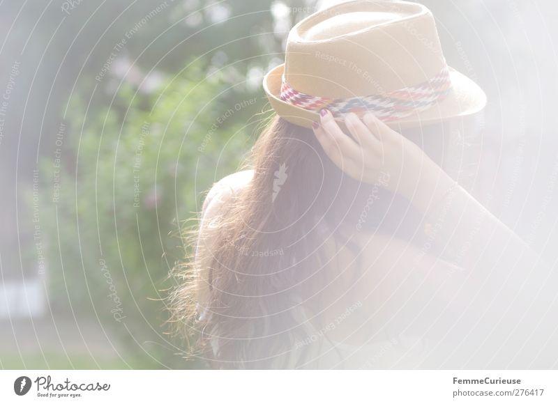 Leichtigkeit. Mensch Frau Jugendliche Ferien & Urlaub & Reisen Sommer Erwachsene Erholung Ferne feminin Junge Frau Freiheit Garten Park Zufriedenheit