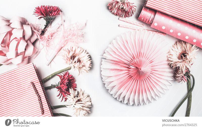 Rosa und weiße Blumen, Papiertüte und Schleifen Stil Design Freude Dekoration & Verzierung Party Veranstaltung Feste & Feiern Muttertag Hochzeit Geburtstag