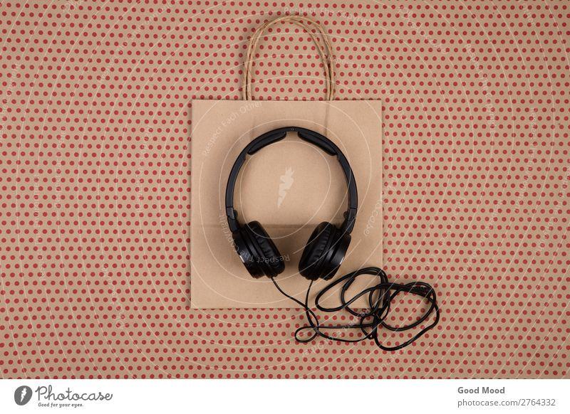 schwarzer Kopfhörer und Einkaufstasche kaufen Entertainment Musik Handwerk Business Telefon Technik & Technologie Accessoire Papier Paket hören natürlich neu