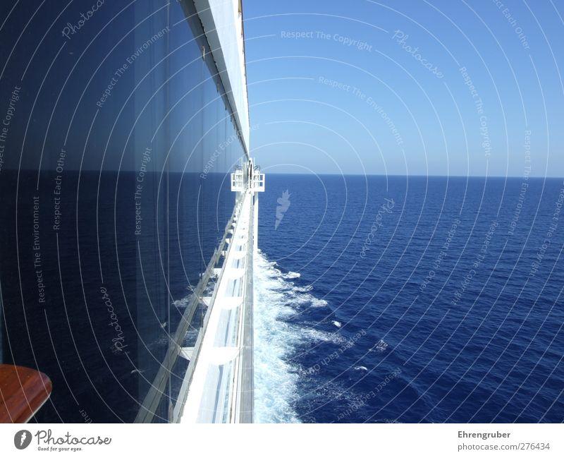 Double Horizon Ferne Kreuzfahrt Sommer Meer Wellen Wasser Himmel Wolkenloser Himmel Horizont Sonnenlicht Schönes Wetter Schifffahrt Kreuzfahrtschiff An Bord