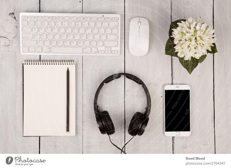 Tastatur und Maus, Smartphone, Notizblock, Kopfhörer Apfel Stil Musik Arbeit & Erwerbstätigkeit Arbeitsplatz Büro Business Telefon PDA Computer Notebook