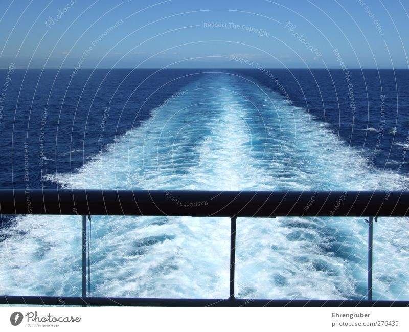 Große Freiheit Ferne Kreuzfahrt Meer Wellen Wasser Himmel Schifffahrt Passagierschiff Kreuzfahrtschiff Ferien & Urlaub & Reisen Farbfoto Außenaufnahme