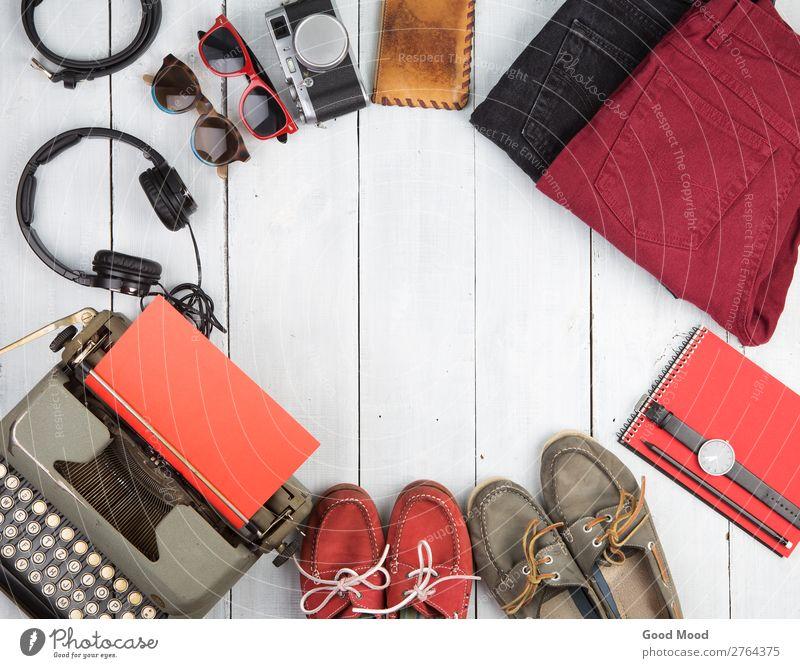 Schreibmaschine, Kleidung, Kopfhörer, Kamera, Schuhe, Sonnenbrille Lifestyle kaufen Stil Ferien & Urlaub & Reisen Tourismus Ausflug Städtereise Tisch Fotokamera