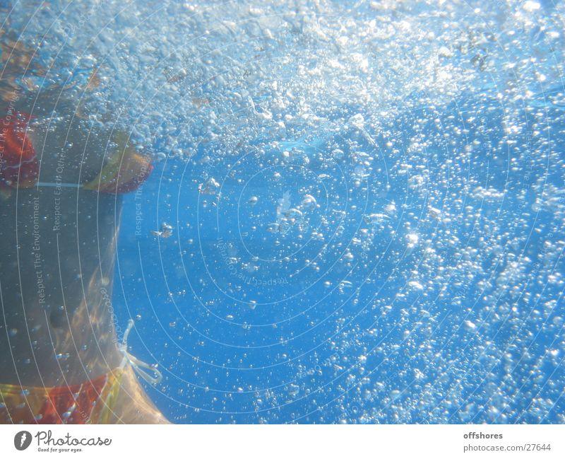 underwater Frau Wasser blau Schwimmbad Bikini Luftblase