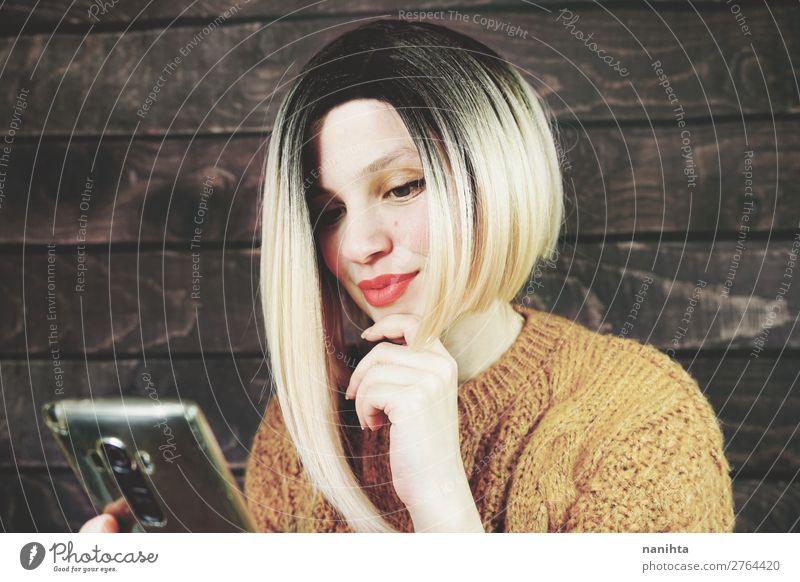 Frau Mensch Jugendliche Junge Frau schön 18-30 Jahre Lifestyle Erwachsene natürlich feminin Business Haare & Frisuren Arbeit & Erwerbstätigkeit frisch modern