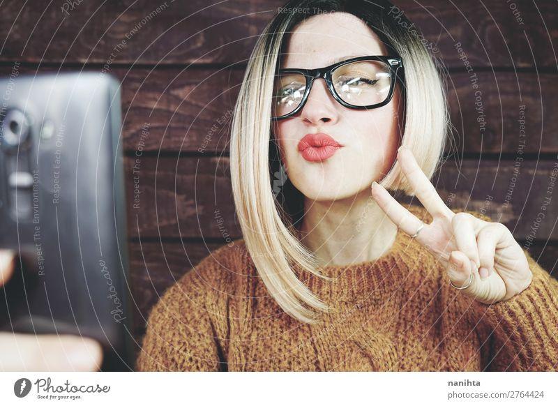 Frau Mensch Jugendliche Junge Frau schön Freude 18-30 Jahre Lifestyle Erwachsene natürlich feminin Business Haare & Frisuren frisch modern elegant