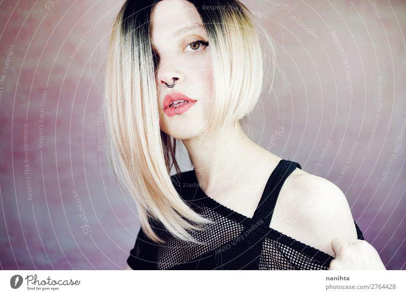 Attraktive junge und Punk-Frau mit Ombre-Frisur. Lifestyle Stil schön Haare & Frisuren Haut Gesicht Kosmetik Schminke Mensch feminin Junge Frau Jugendliche