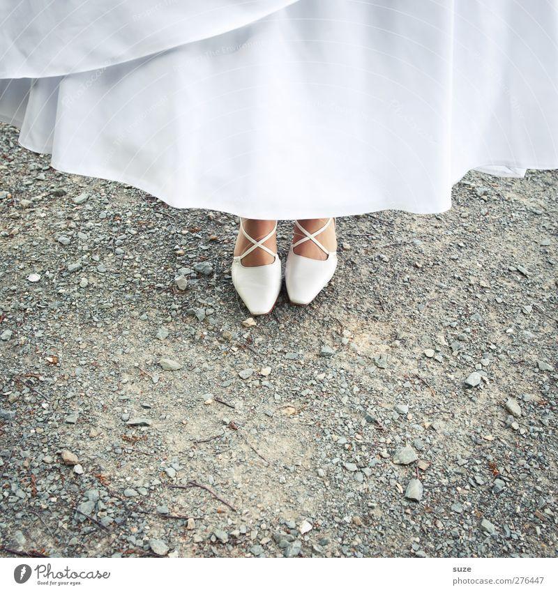 Auf Schuster´s Schimmel Feste & Feiern Hochzeit Mensch feminin Fuß 1 Schuhe Damenschuhe stehen Kitsch klein weiß Romantik Tradition Anlass Steinboden
