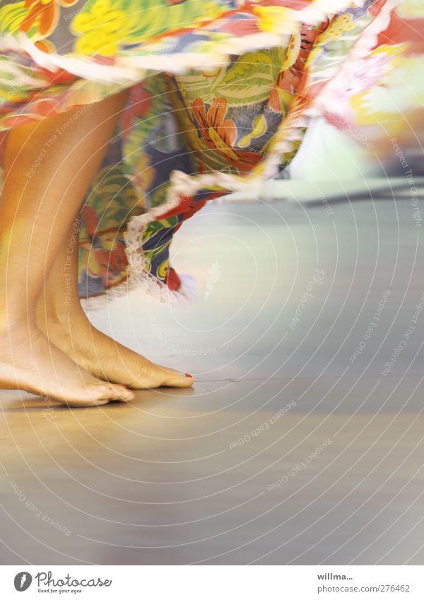 Nackte füße rhythmisch tanzen in langem bunten Rock Tanzen feminin Beine Fuß Mensch Veranstaltung exotisch ästhetisch Bewegung Kultur Lebensfreude Leichtigkeit