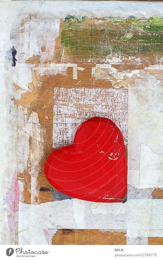 Rotes Herz vor Holzwand, mit Graffiti und Kunst. rot Freude Liebe Glück Feste & Feiern Zusammensein Freundschaft Design Dekoration & Verzierung Geburtstag