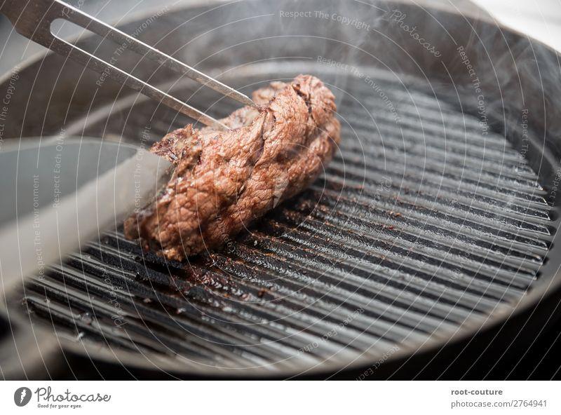 Steak in der Pfanne Lebensmittel Fleisch Ernährung Essen Mittagessen Abendessen Bioprodukte Restaurant Grill Appetit & Hunger Essen zubereiten grillen