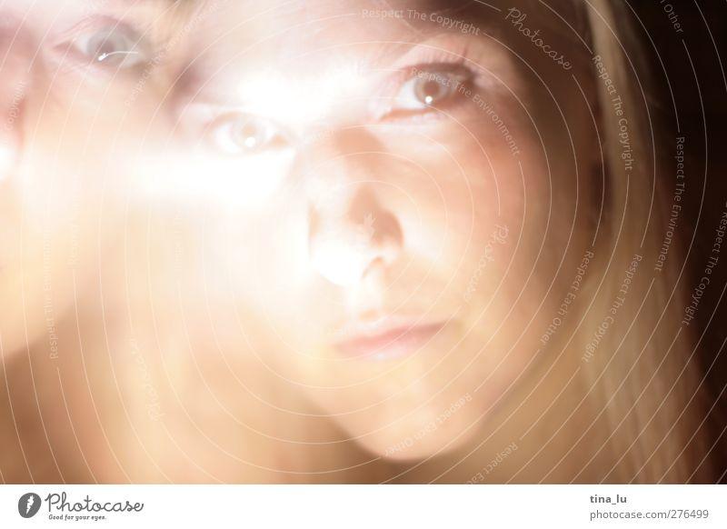 zwei feminin Junge Frau Jugendliche Erwachsene Kopf Auge 1 Mensch 18-30 Jahre außergewöhnlich schön einzigartig stark Farbfoto Licht Porträt Blick in die Kamera