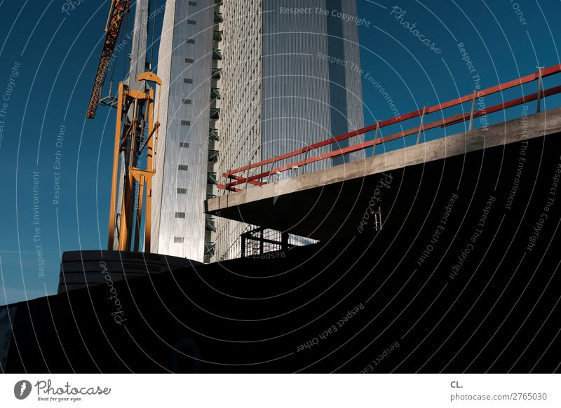 schaustelle baustelle Arbeit & Erwerbstätigkeit Baustelle Wolkenloser Himmel Schönes Wetter Düsseldorf Stadt Stadtzentrum Menschenleer Hochhaus Bauwerk Gebäude