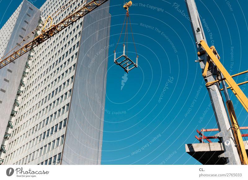 schaustelle baustelle Stadt Architektur Gebäude Fassade Arbeit & Erwerbstätigkeit Hochhaus Schönes Wetter groß hoch Industrie Wandel & Veränderung Baustelle
