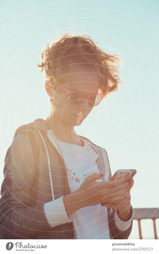 Frau Ferien & Urlaub & Reisen Jugendliche Sommer Freude Lifestyle Erwachsene Familie & Verwandtschaft Glück Technik & Technologie genießen Fotografie