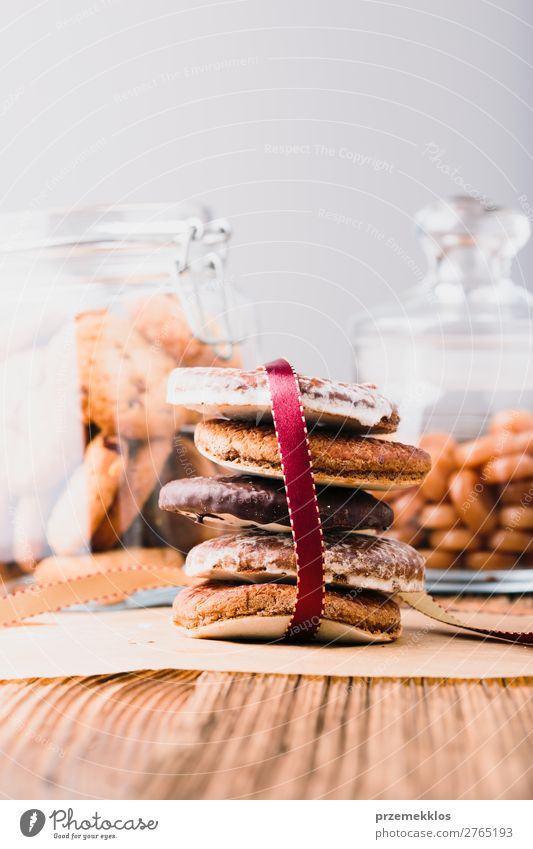 Lebkuchenkekse, Süßigkeiten, Süßigkeiten in Gläsern auf Holztisch Kuchen Dessert Ernährung Essen Diät Lifestyle Tisch genießen lecker braun backen Bäckerei