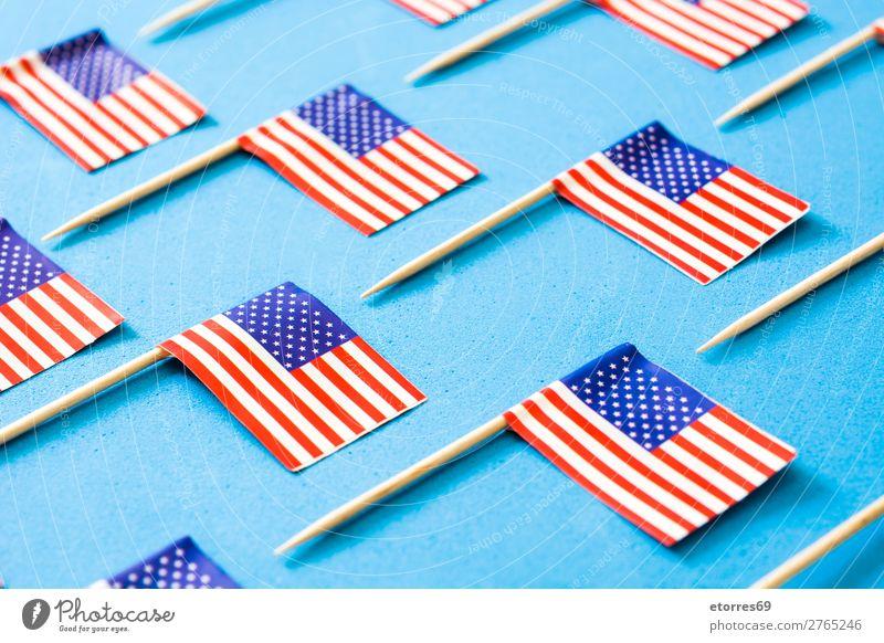 USA kennzeichnet Muster auf blauem Hintergrund. Zeichen Streifen Fahne rot weiß Stars and Stripes Patriotismus Independence Day Amerikaner Hintergrundbild