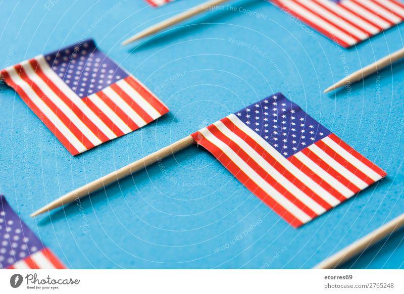 USA kennzeichnet Muster auf blauem Hintergrund. Nahaufnahme Zeichen Streifen Fahne rot weiß Stars and Stripes Patriotismus Independence Day Amerikaner