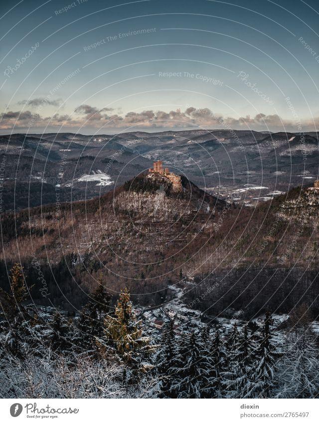 Trifels Umwelt Natur Landschaft Pflanze Himmel Wolken Sonnenlicht Winter Baum Wald Berge u. Gebirge Pfälzerwald Schneebedeckte Gipfel Mittelgebirge Bauwerk