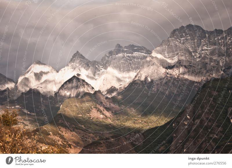 Berge und Täler Natur Pflanze Landschaft Ferne Berge u. Gebirge Umwelt Wege & Pfade außergewöhnlich Felsen Tourismus Wetter bedrohlich Abenteuer Urelemente