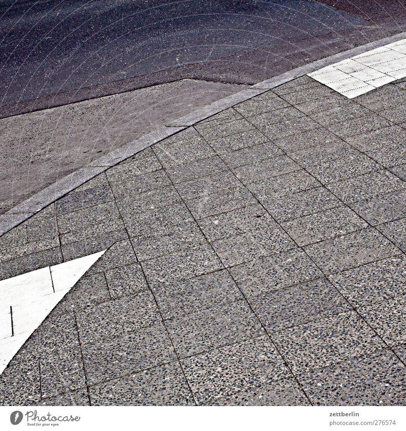 Parpplatz Parkplatz Beton Teile u. Stücke Geometrie Fuge Kurve Bogen Verkehr Wege & Pfade Platz Strukturen & Formen Ecke Teilung Abtrennung Bordsteinkante