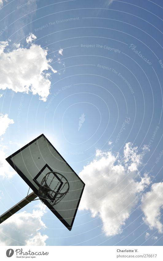 Korb an bayerischem Himmel blau weiß Sommer Sonne Wolken Umwelt Sport oben Holz Metall Luft Freizeit & Hobby hoch Schönes Wetter einfach
