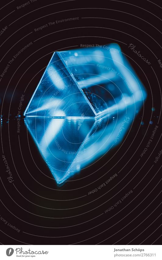 Futuristische Prisma Sciencefiction Geometrie Wissenschaften Computer Informationstechnologie retro blau rot schwarz Weltall Außerirdischer Dreieck
