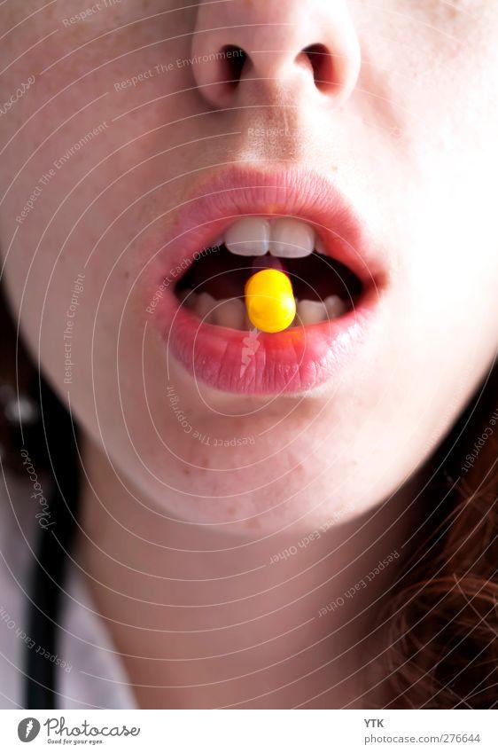 Great Reliever Mensch Frau Jugendliche Erwachsene Erholung gelb Junge Frau 18-30 Jahre Mund maskulin Nase Zähne trinken Lippen Rauschmittel Medikament