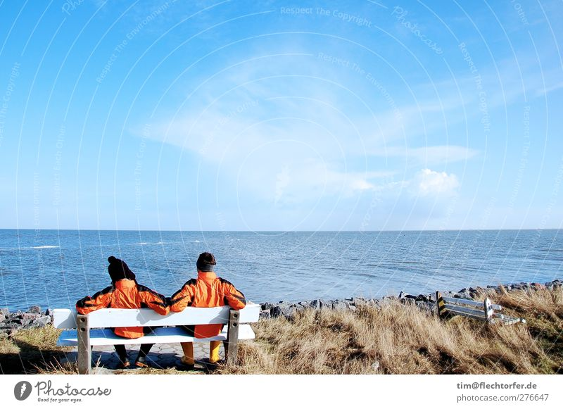 Freunde Mensch Kind Himmel Natur Jugendliche Wasser Ferien & Urlaub & Reisen Meer Wolken Landschaft Ferne Gras Küste Junger Mann Freundschaft Horizont