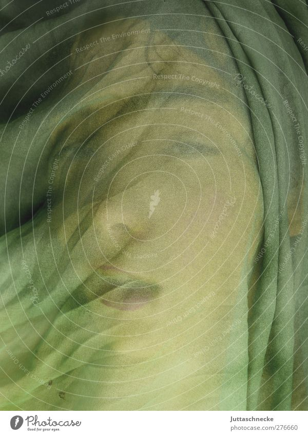 Leise trägt der Wind..... grün Einsamkeit Gefühle träumen Schutz geheimnisvoll Sehnsucht Falte Theaterschauspiel Märchen Tuch Rätsel bedeckt erstaunt verpackt