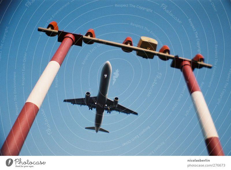 Niemand hat die Absicht, einen Flughafen zu eröffnen. Ferien & Urlaub & Reisen Ferne Berlin Freiheit fliegen groß Schilder & Markierungen Verkehr Tourismus