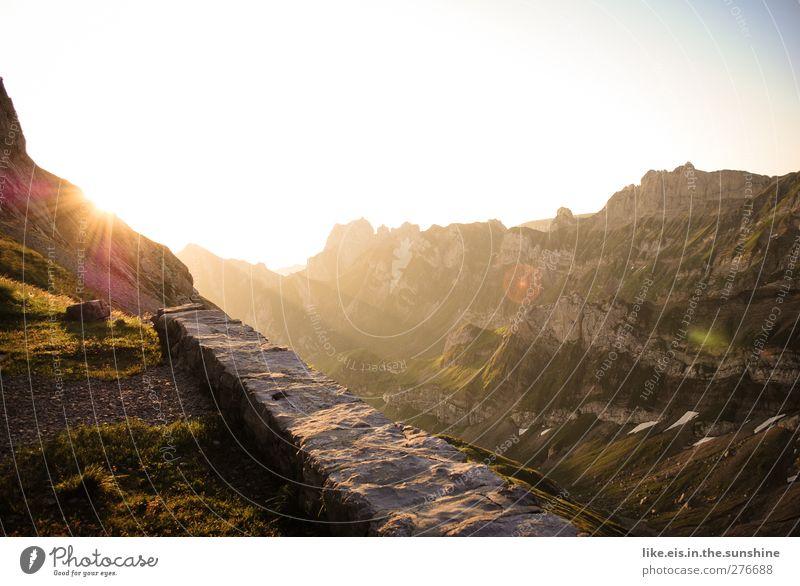 guten morgen auf 2000m. Natur Ferien & Urlaub & Reisen Sommer Einsamkeit ruhig Landschaft Ferne Umwelt Berge u. Gebirge Gras Mauer Felsen Zufriedenheit Klima
