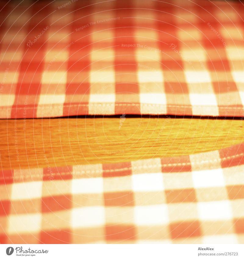 kariertes Warteschlangenwartezeitversöhnungstischtuchfoto weiß rot gelb Holz braun liegen Design Ecke Warmherzigkeit Stoff Sauberkeit einfach Kitsch Mahlzeit