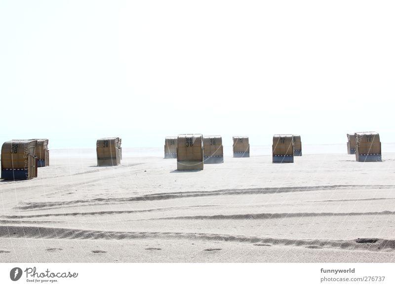 Strandkörbe Ferien & Urlaub & Reisen Sommer Sommerurlaub Sonne Sonnenbad Meer Sand Wasser Himmel Schönes Wetter Küste Ostsee Sehnsucht Fernweh Einsamkeit
