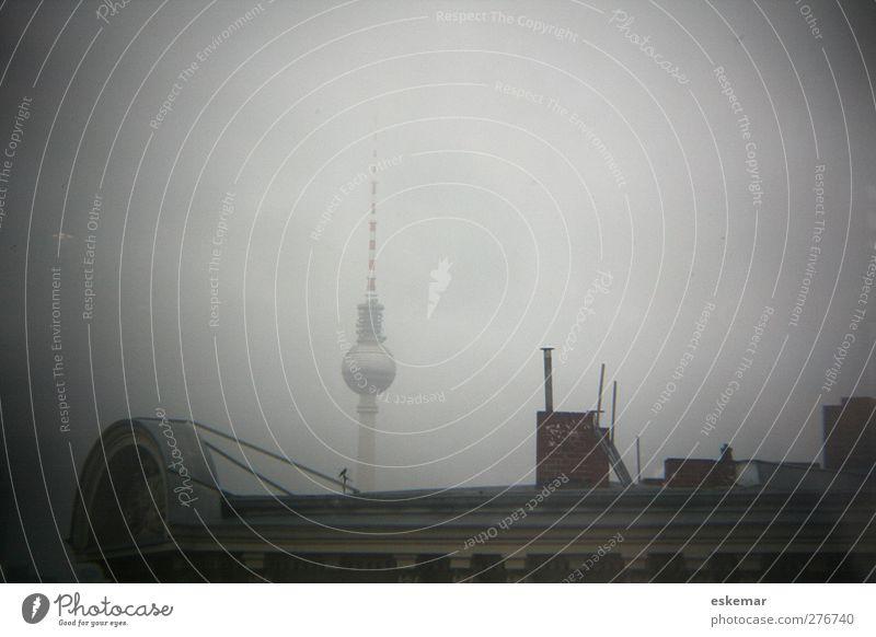 Über den Dächern von Berlin alt Stadt Haus Architektur grau Gebäude Stimmung Deutschland hoch Häusliches Leben Perspektive Dach retro Spitze Bauwerk historisch