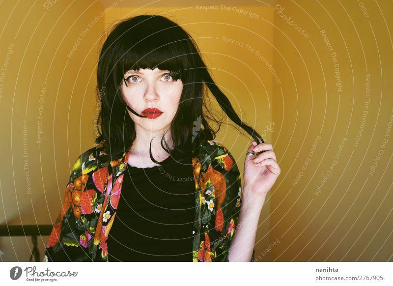 Frau Mensch Jugendliche Junge Frau Sommer Farbe schön schwarz 18-30 Jahre Gesicht Lifestyle Erwachsene Leben Wärme gelb Innenarchitektur