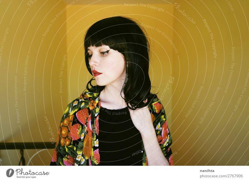 Frau Mensch Jugendliche Junge Frau Farbe schön 18-30 Jahre Gesicht Lifestyle Erwachsene Leben Wärme gelb natürlich feminin Stil