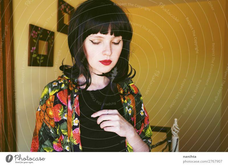 Frau Mensch Jugendliche Junge Frau Farbe schön Gesicht Lifestyle Erwachsene Leben Wärme gelb Innenarchitektur natürlich feminin Stil