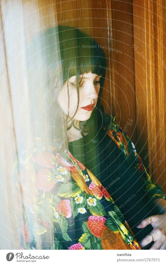 Künstlerisches Porträt mit asiatischer Inspiration einer jungen Frau elegant Stil schön Haare & Frisuren Schminke Mensch feminin Junge Frau Jugendliche
