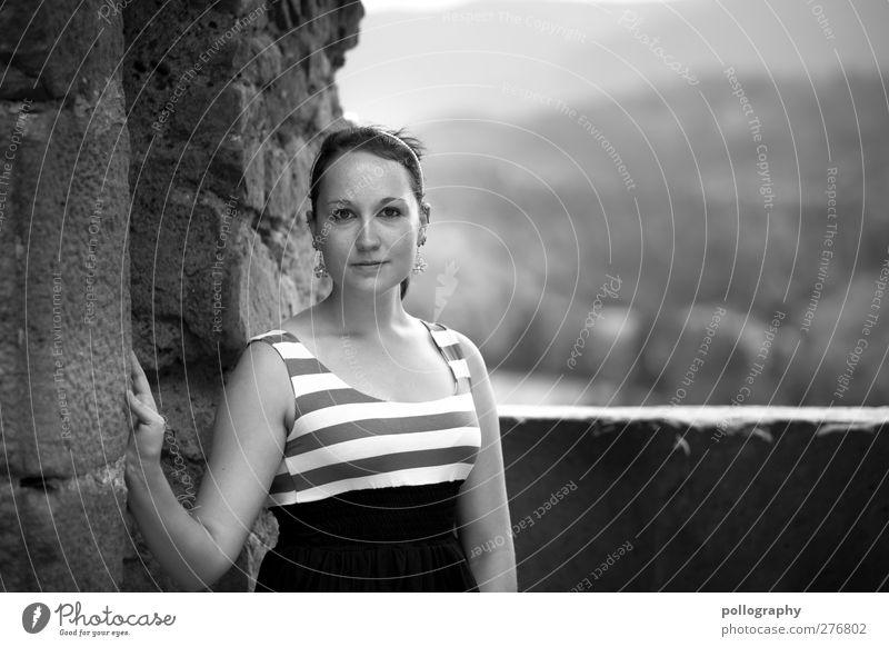 :) Mensch Frau Jugendliche schön Erwachsene Wald Landschaft feminin Berge u. Gebirge Leben Gefühle Junge Frau lachen Mauer Mode Zufriedenheit