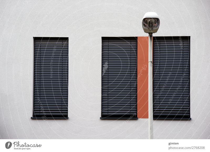 Moderne Fensterfront Design Sonne Häusliches Leben Wohnung Haus Lampe Gebäude Architektur Mauer Wand Fassade eckig einfach neu Metallfenster Jalousie