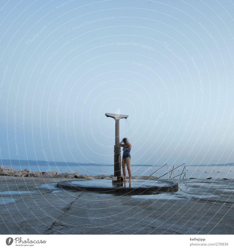 bathroom XXL Mensch Frau Erwachsene 1 Wolkenloser Himmel Sommer Wetter Schönes Wetter Küste blau Dusche (Installation) Unter der Dusche (Aktivität) Aktion