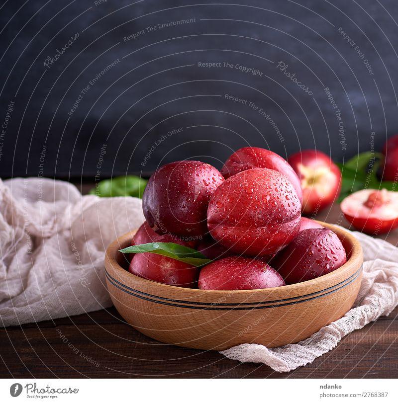 reife Pfirsiche Nektarine in einer braunen Holzschale Frucht Dessert Ernährung Vegetarische Ernährung Teller Schalen & Schüsseln Sommer Tisch Menschengruppe