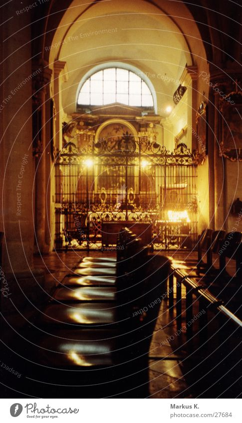 Heiligenschein Religion & Glaube Gebet heilig Christentum erinnern Kerzenschein Gotteshäuser Heiligenschein Altar Schrein