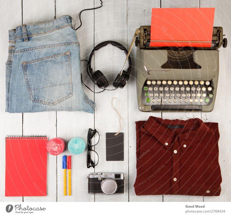 Ferien & Urlaub & Reisen alt weiß rot Holz Ausflug retro Aussicht Tisch Bekleidung kaufen Dinge Kerze Fotokamera Hose Jeanshose