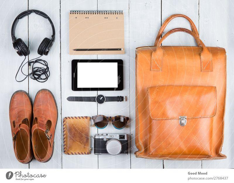 Tablet-PC, Kleidung, Kopfhörer, Kamera, Schuhe, Tasche Lifestyle kaufen Stil Ferien & Urlaub & Reisen Tourismus Ausflug Abenteuer Tisch Handwerk Computer